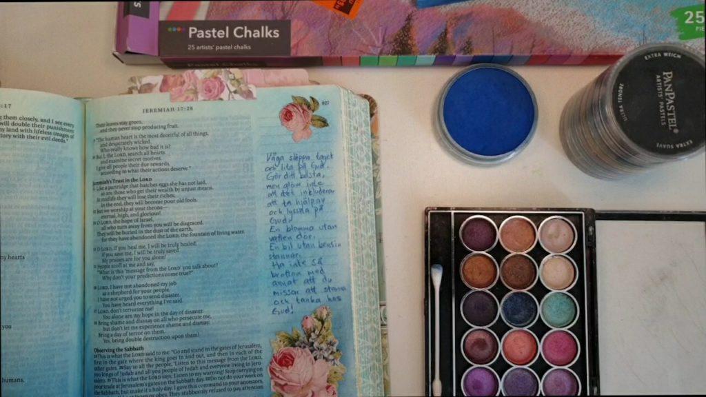 Olika pastellfärger i bibeln